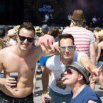 Wenn die Jungs nicht gerade für Fotos posierten, waren auch alle im Publikum fleißig am mitshaken mit dem Briten. (© MD/festivalrocker.com)