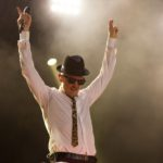 """Und alle Leute sind bei ihm, egal ob er eigene Hits, wie """"Hey Johnny"""" oder Cover von Guns'n'Roses bis Nirvana anstimmt. (© MD/festivalrocker.com)"""