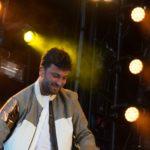Während Iron Maiden bekannt geben ihre letzte deutsche Live-Show für die nächsten Jahren zu spielen, genießt Marteria seinen Auftritt und wird dafür von seinem Publikum genauso geliebt wie Iron Maiden von ihrem. Marteria mit Gastauftritt von Marsimoto, der die Bühne in eine grüne Giftwolke einnebelt, verausgabt sich bei Höchsttemperaturen. (© MD/festivalrocker.com)